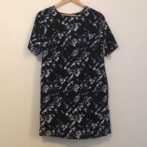 Mossimo Medium Graphic Shift Dress with Pockets